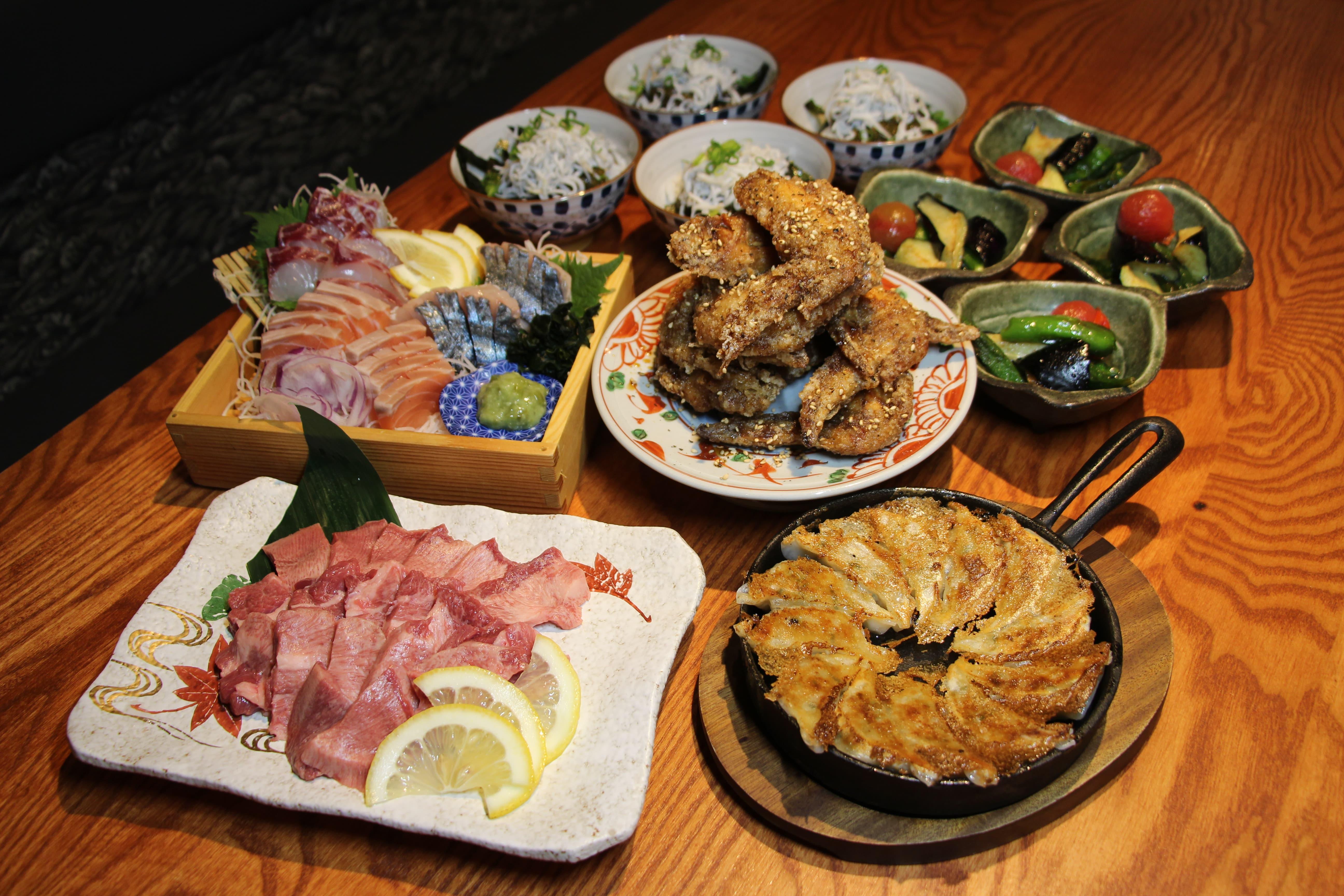2000円<br /> 名物!自家製一口餃子と上タン使用!厚切り牛タンの焼肉コース