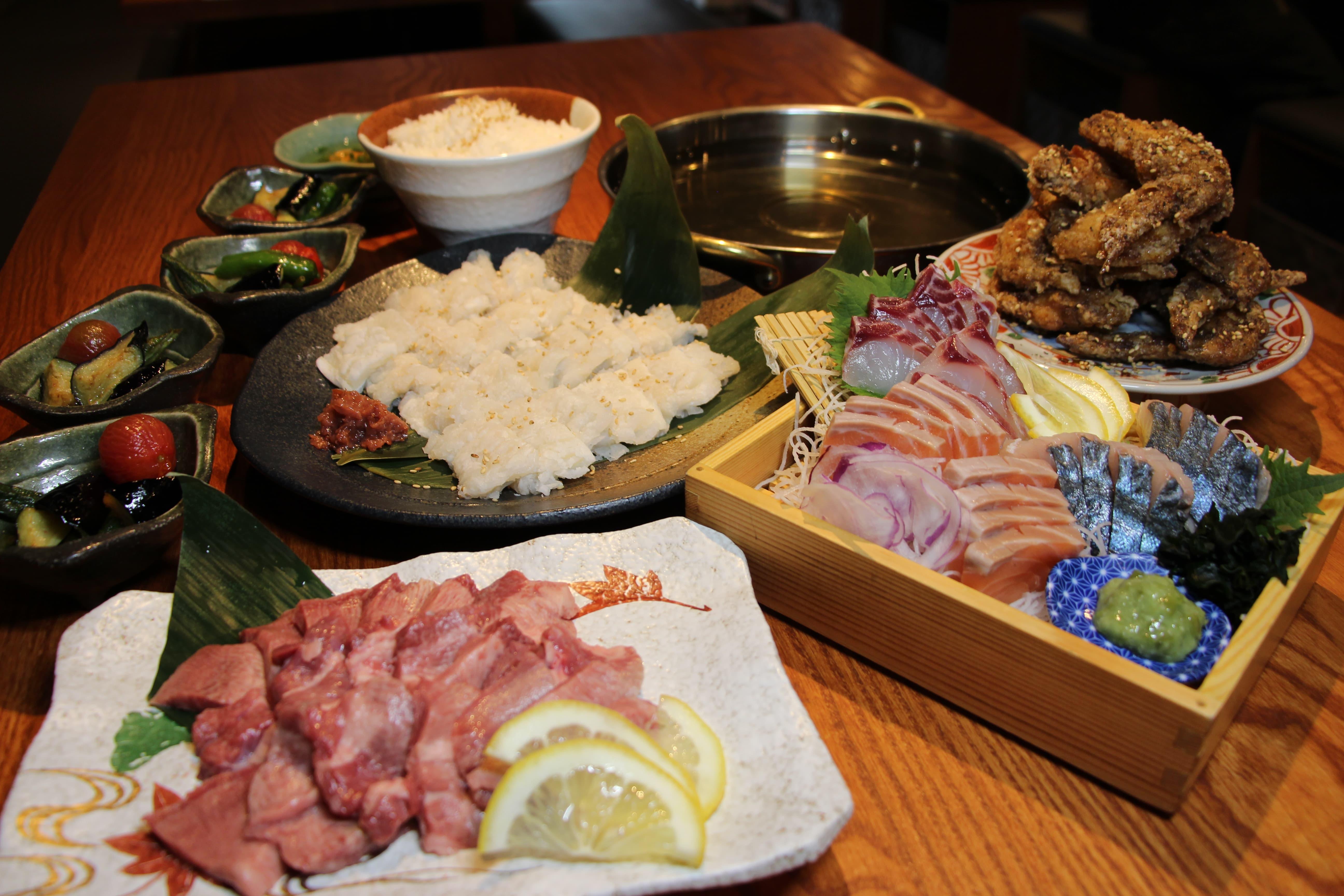 2000円<br /> 旬の鱧<はも>しゃぶしゃぶと牛タン使用!厚切り牛タンの焼肉コース